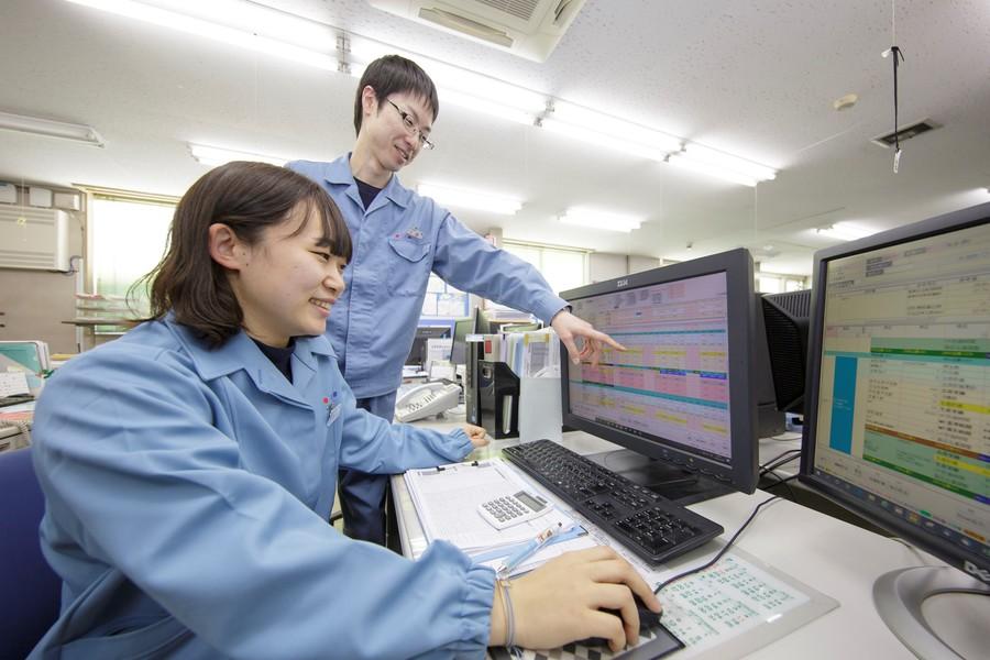 「製造管理」 受注に従い生産計画を立て、製品を生産します 安定した生産工程の維持管理も行います