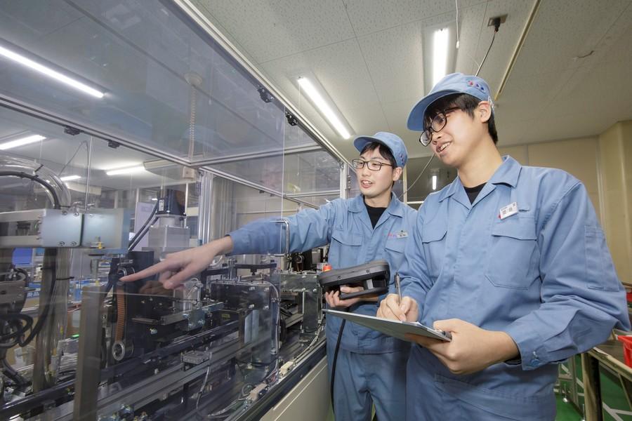 「製造技術」 自動生産ロボットを初め、加工設備の設計や工法を考え構築します
