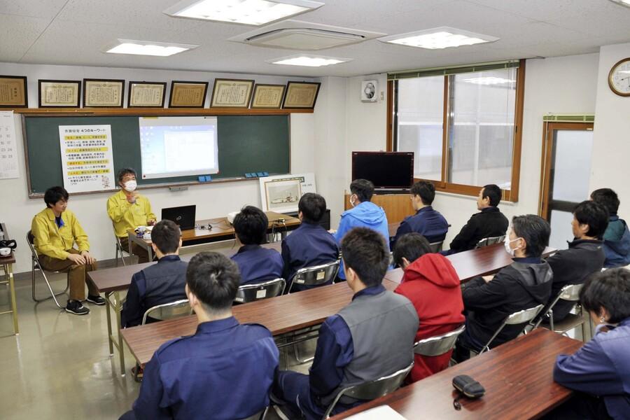教育風景(安全衛生や工事説明等の教育があります)