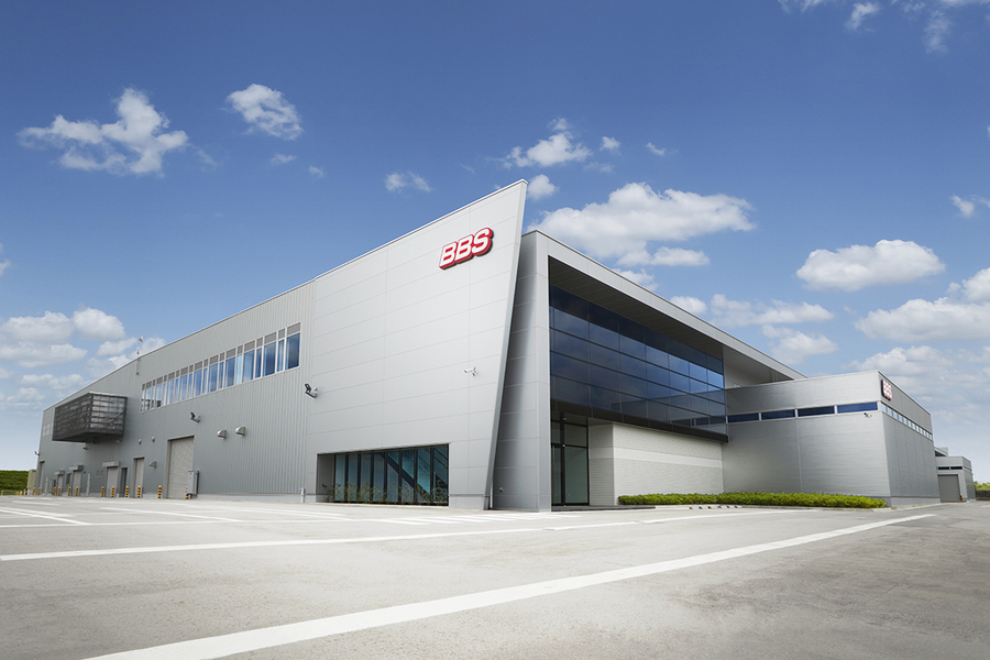 2020年に稼働開始した新塗装工場(高岡市四日市)