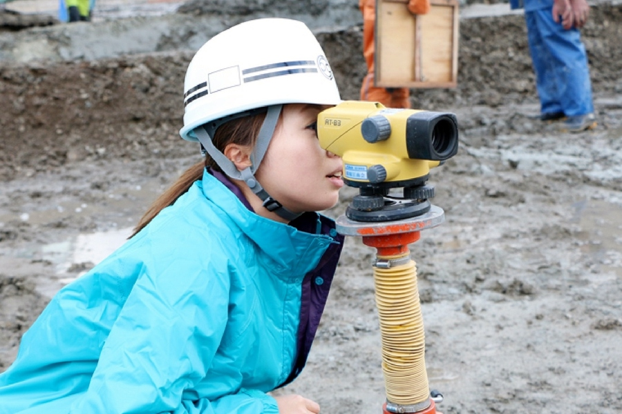 女性技術者も活躍しています。